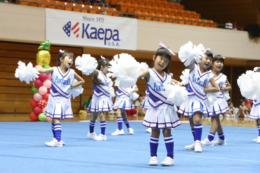 第13回チアコンペティション大会に協賛、Kaepaシューズを履いたスターチアーズがチアリーディングを披露。